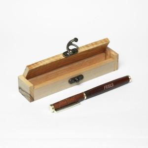 Χειροποίητο ξύλινο στυλό βέγκε σε ξύλινο κουτάκι